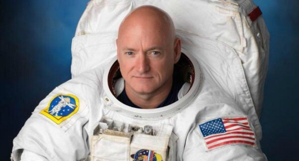 Scott Kelly just shattered a huge space record